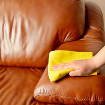 czyszczenie tapicerki skórzanej